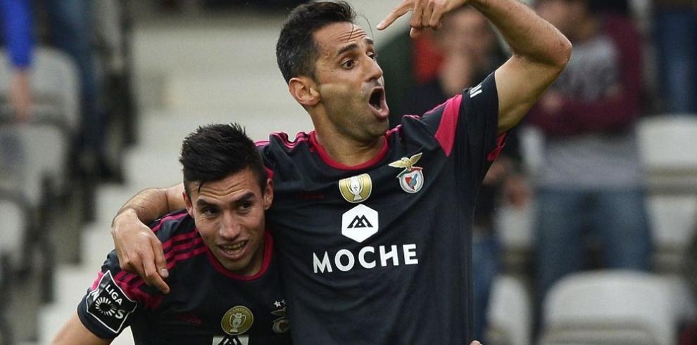Benfica triunfa con categoría y se acerca al título en Portugal