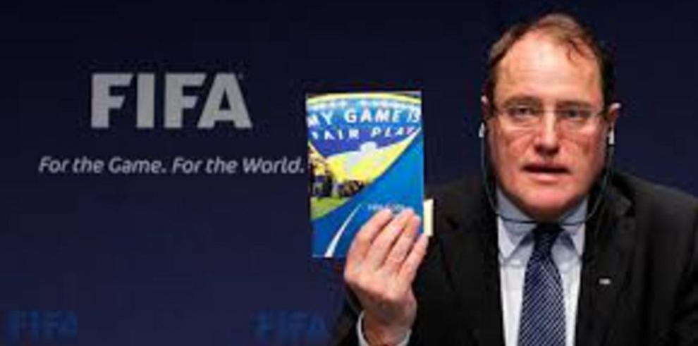 FIFA extiende sanción a 27 futbolistas por amaño de juegos