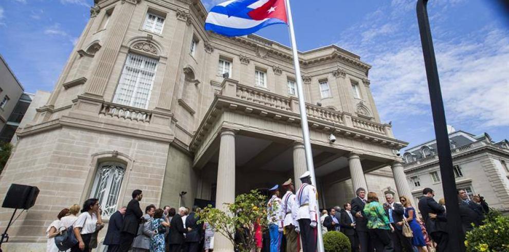 Canciller cubano exige fin del embargo durante la apertura de la embajada