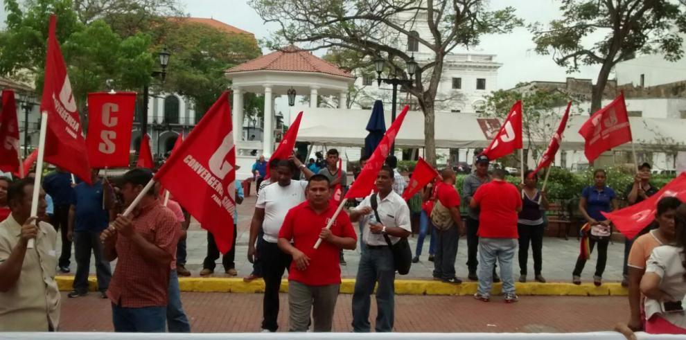 Trabajadores de Petaquilla piquetean en la Presidencia