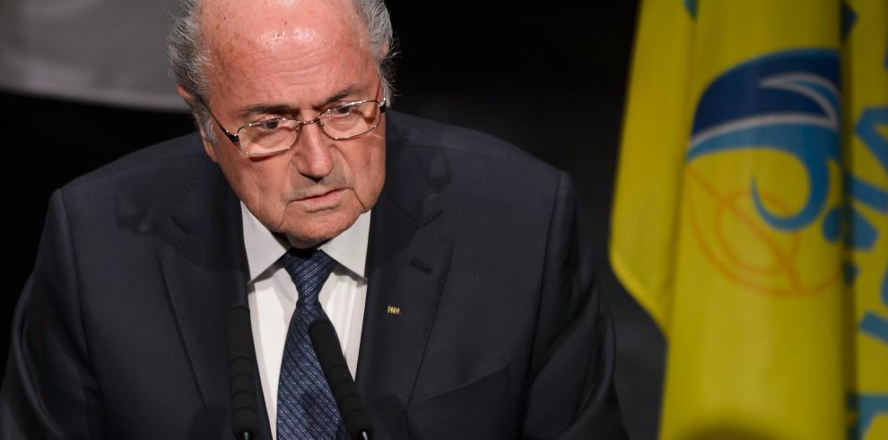 Blatter hace oídos sordos a las peticiones de que abandone la FIFA