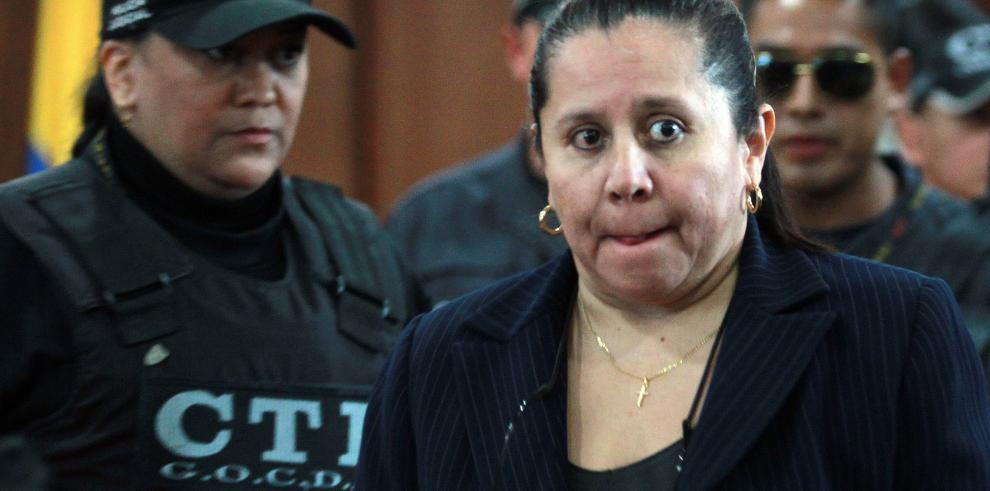 Uribe visita a María del Pilar Hurtado y denuncia tortura sutil