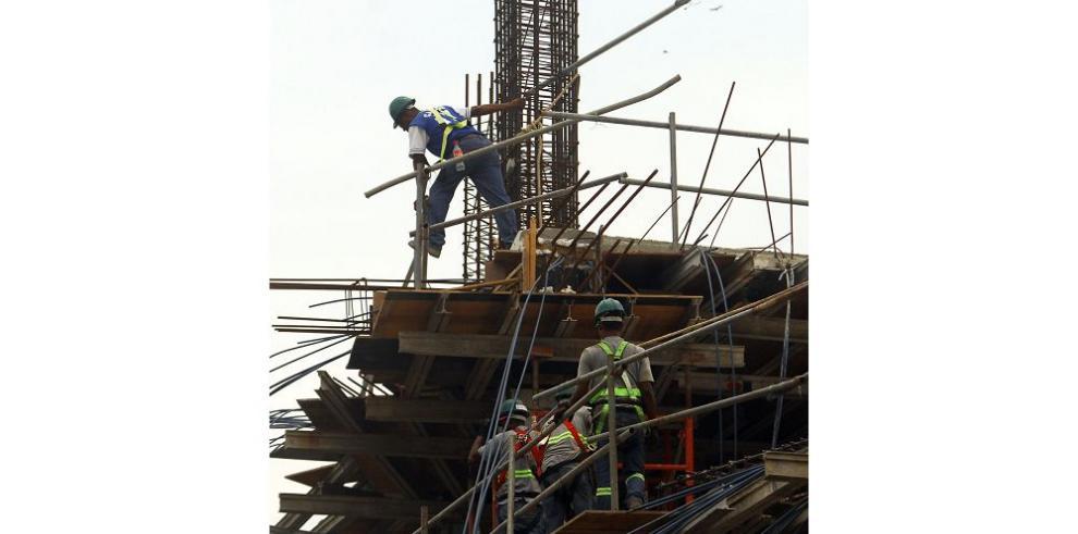 Producción de empresas cae 0.4% en abril