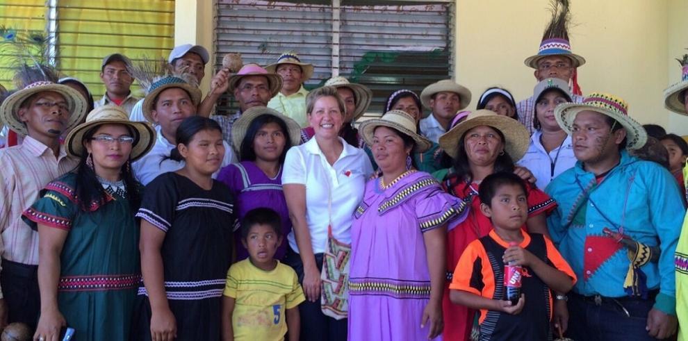 Primera dama Lorena Castillo danza el Jegui en la comarca Ngöbe Buglé
