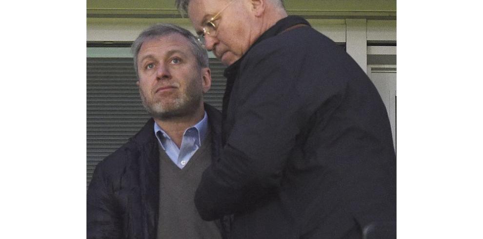 Chelsea gana tras anuncio de Hiddinck