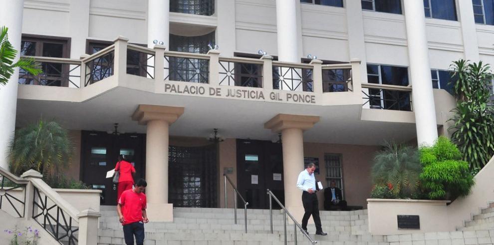 Acciones al portador quedan en manos de 190 bufetes y abogados