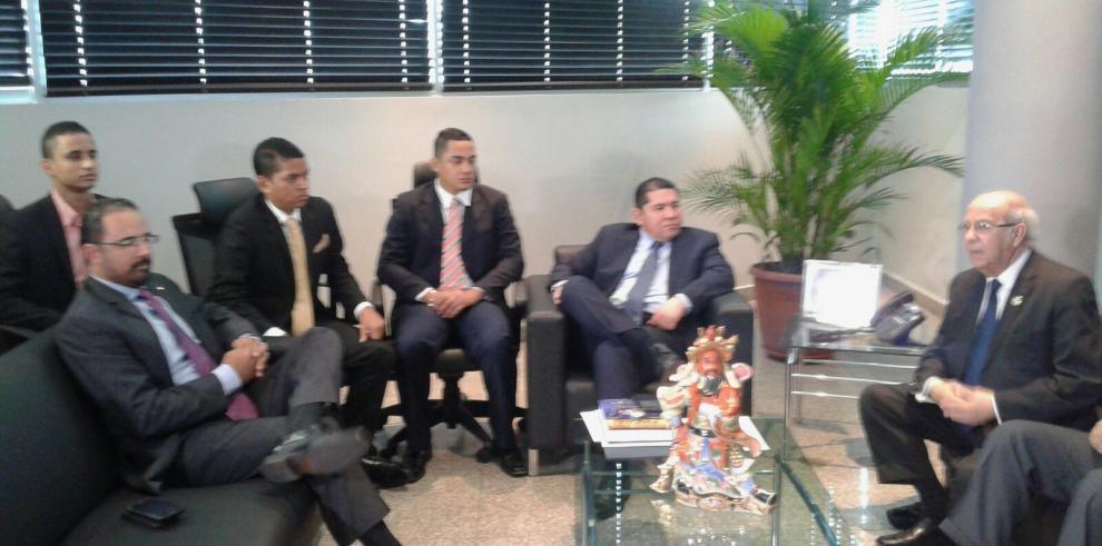 De León se compromete a no discutir proyecto de ley de examen de barra