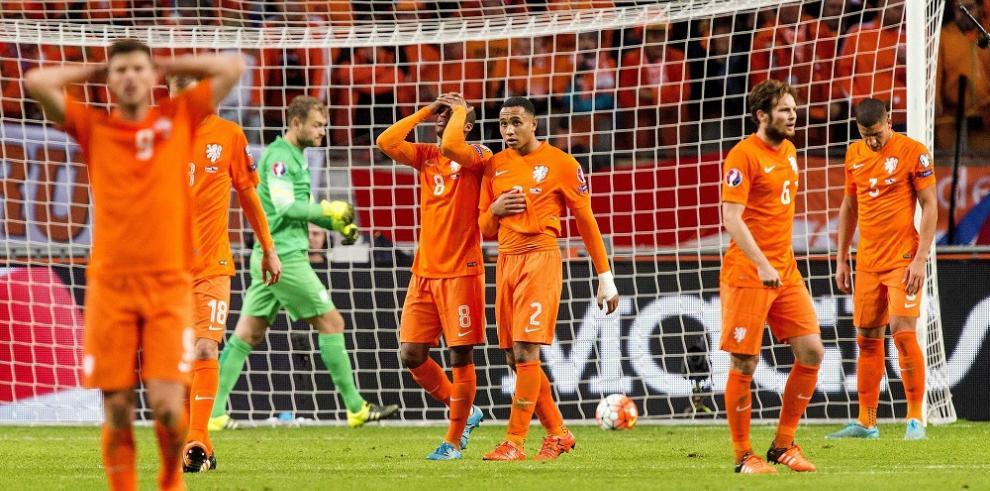 Croacia y Turquía se clasifican para la Eurocopa 2016, Holanda eliminada