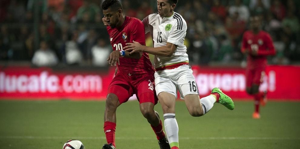 México vence a Panamá 1-0 con gol de Vela en el adiós de Ferretti