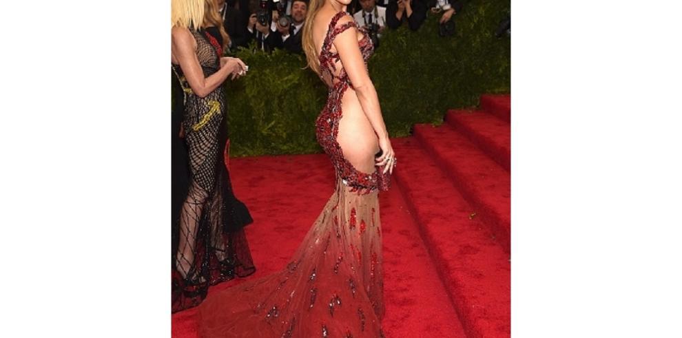 Carolina Herrera crítica vestidos de JLo, Beyoncé y Kim Kardashian