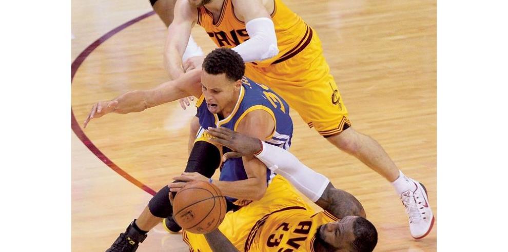James busca poner a Cleveland en carrera