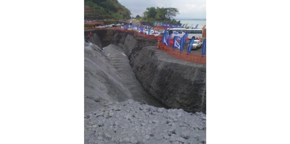Llenado de las nuevas esclusas del Canal de Panamá