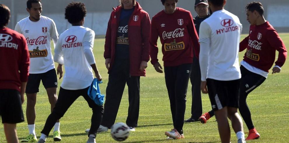 Perú se prepara para frenar a los chilenos