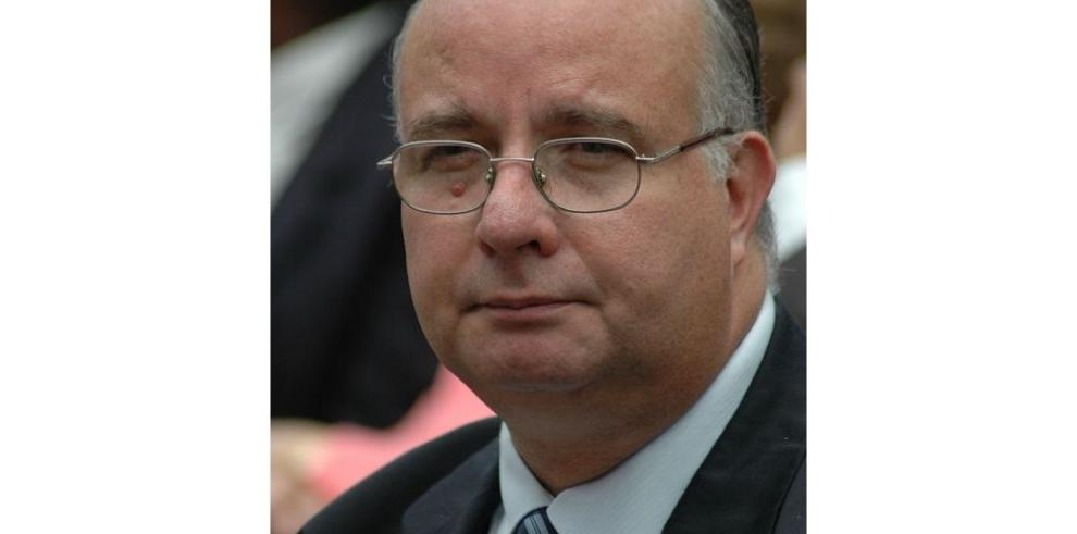 Martinelli: su estadía en Europa genera un debate jurídico