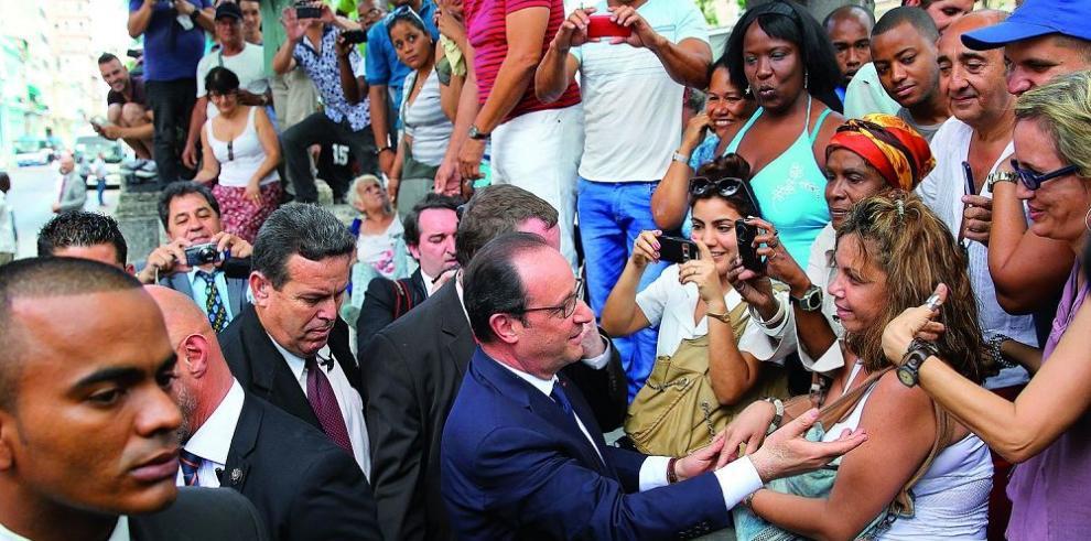 Hollande pide poner fin al embargo que pesa sobre Cuba