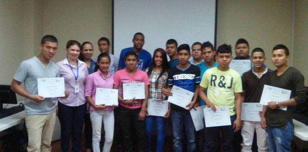 Contratan a pasantes del programa Panamá Pro Joven