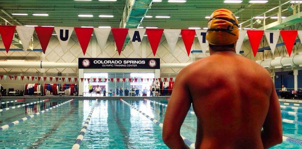 Nadador César Barría se destaca en competencia de EE.UU.