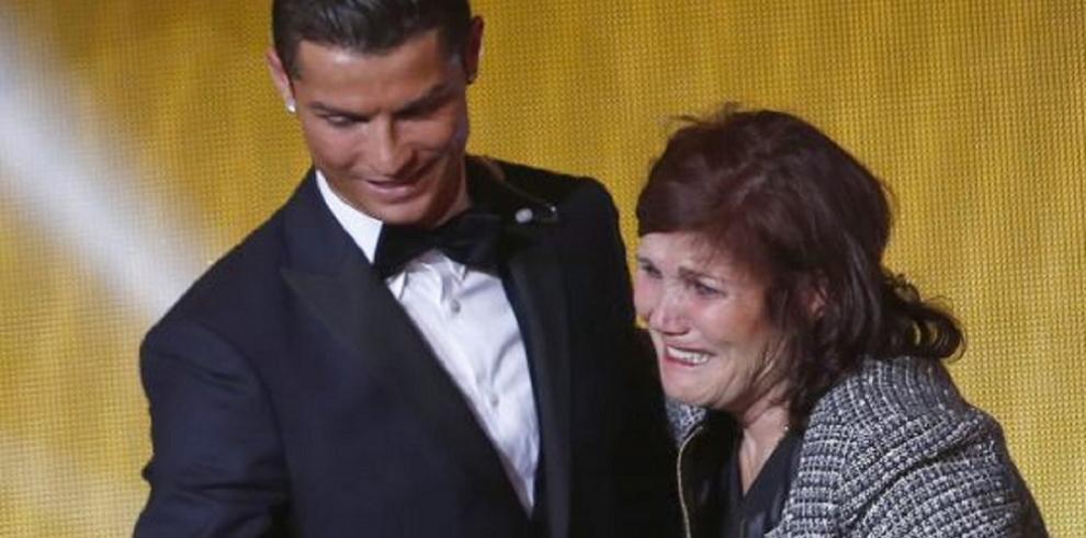 La madre de Cristiano interceptada con 55.000 euros en su bolso