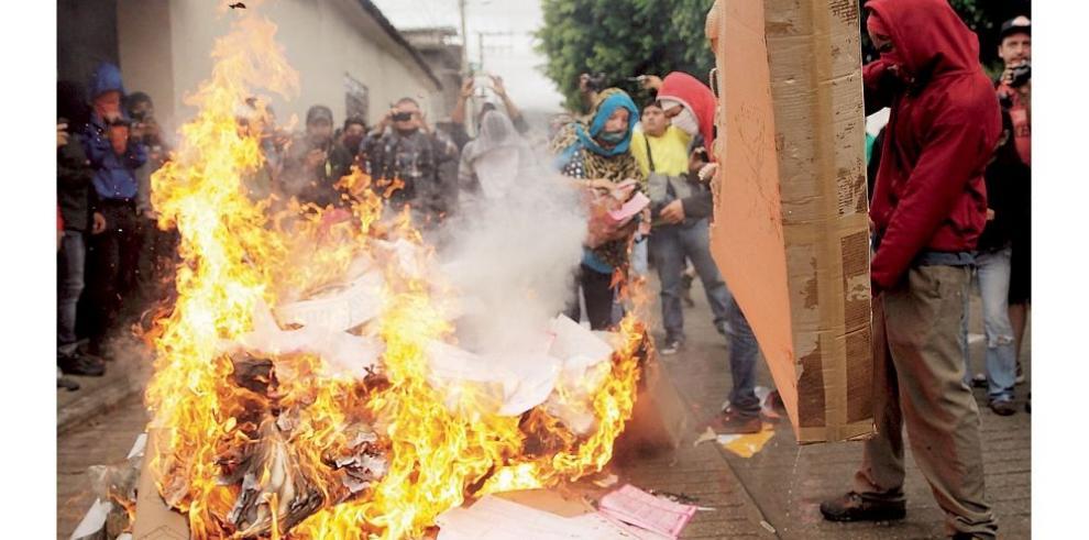 Comicios marchan con incidentes en Oaxaca y Guerrero