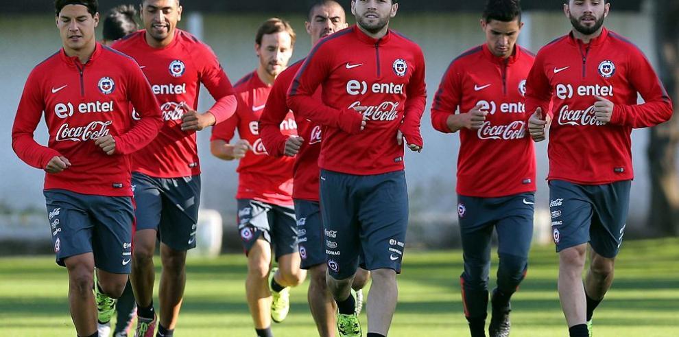Chile entrenó con el equipo al completo