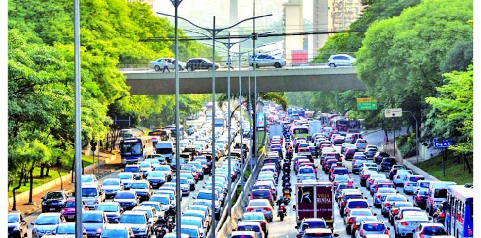 Brasil acumula superávit comercial