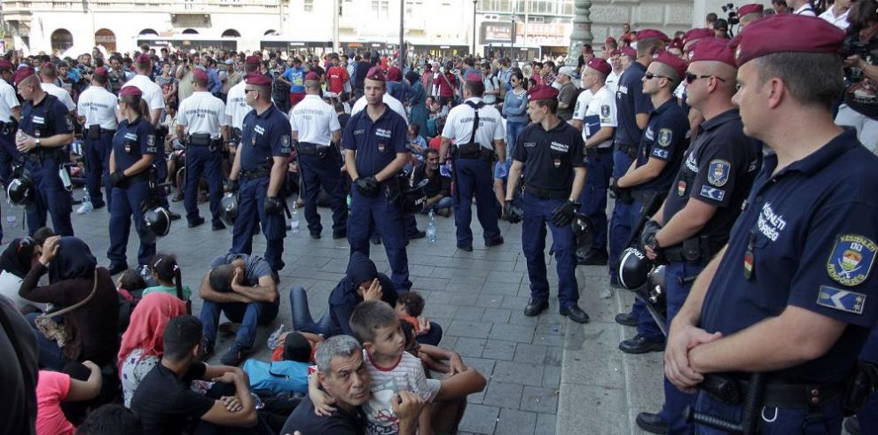Gobierno cierra principal estación de trenes a inmigrantes
