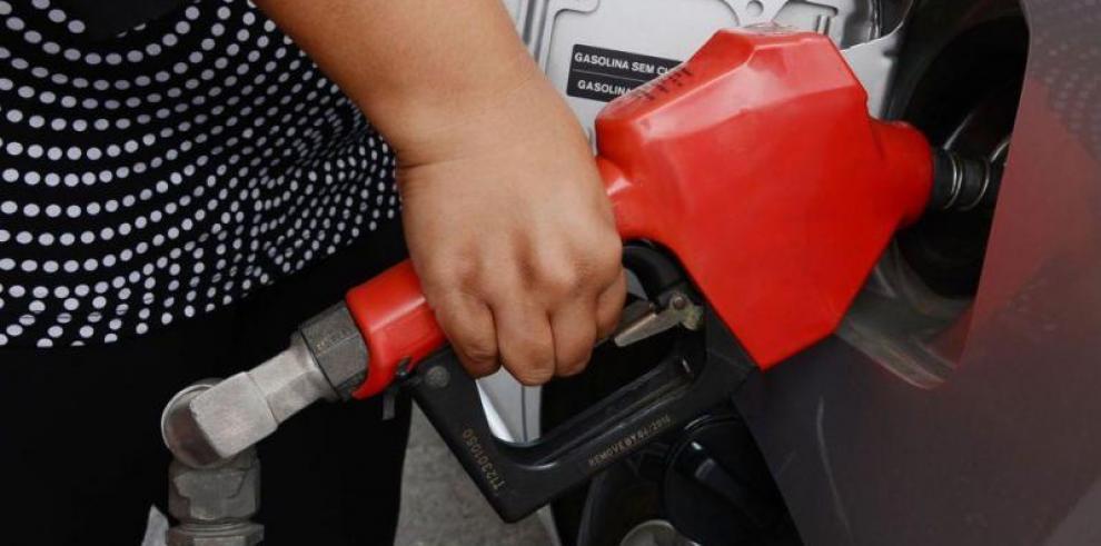 A partir de este viernes disminuye el precio del combustible
