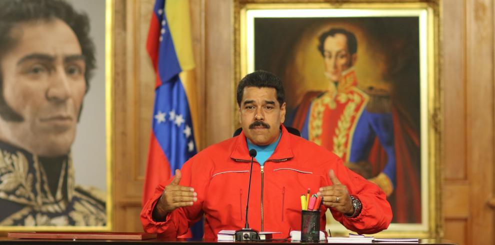 Maduro pide renuncia a su gabinete ante contundente victoria opositora