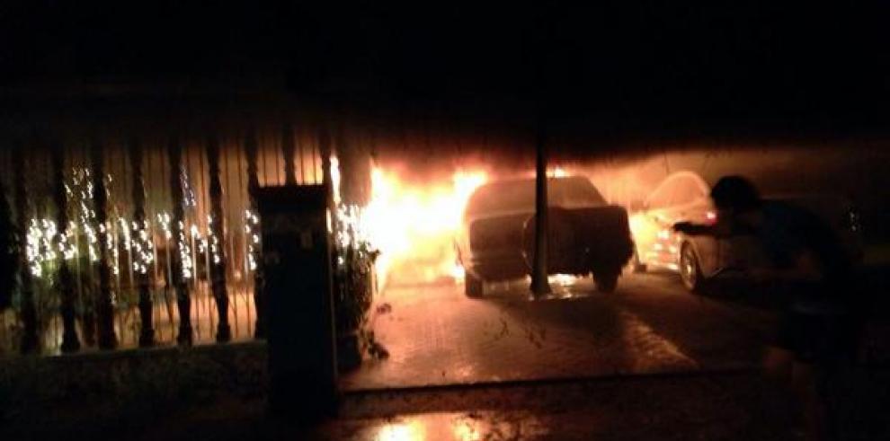 Padres de Omar Alfanno están bien, luego del incendio en su casa