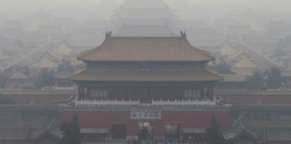 El aeropuerto de Pekín cancela casi un centenar de vuelos por contaminación