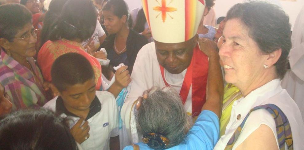 """El """"hasta luego"""" del obispo Ashley a los coclesanos"""