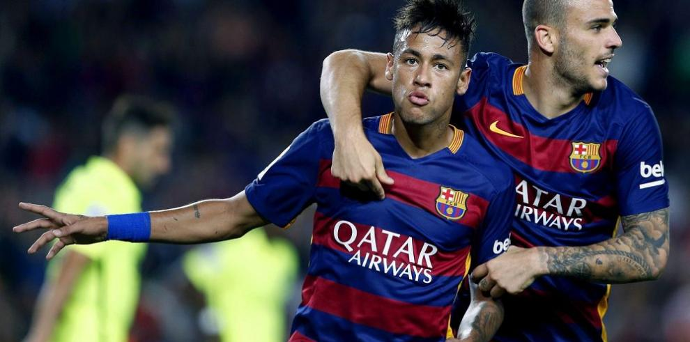 Barça golea y se afinca en la vanguardia