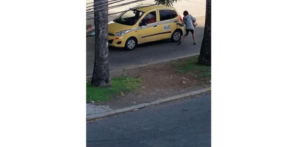 Identifican a mujer y a taxista captados en video en ave. México
