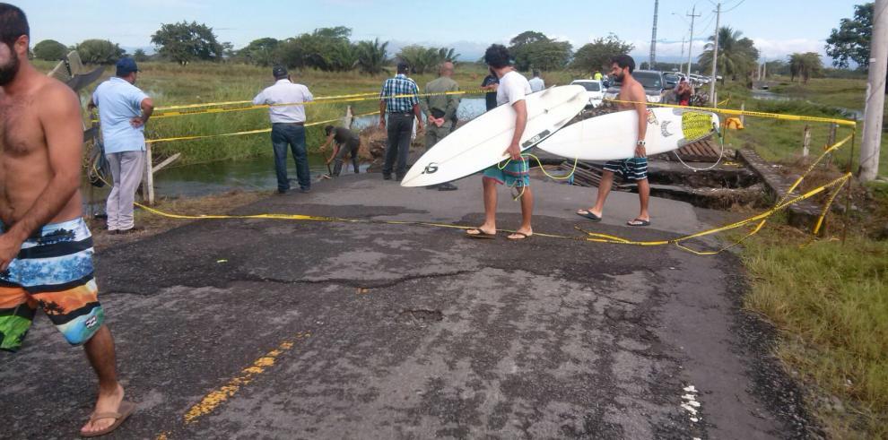 Trabajan en acceso de playa La Barqueta