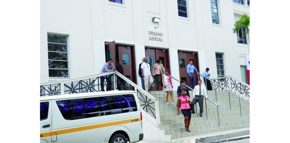 Fiscal formula cargos a otros vinculados en red de corrupción