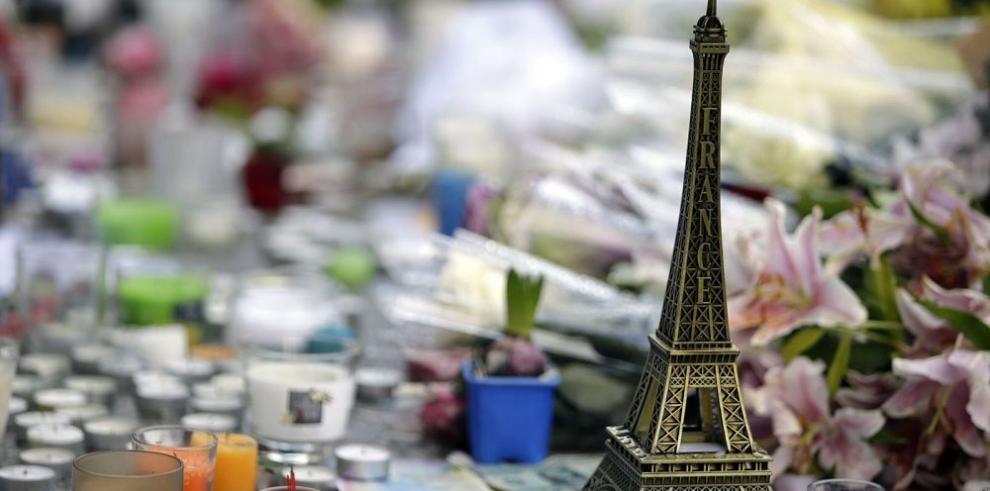 """""""París era una fiesta"""" de moda tras atentados"""