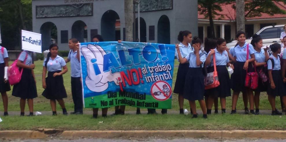 Estudiantes piden un alto al trabajo infantil
