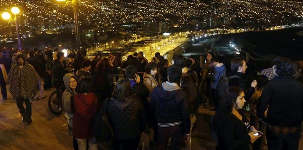 Al menos tres muertos y una decena de heridos tras terremoto en Chile