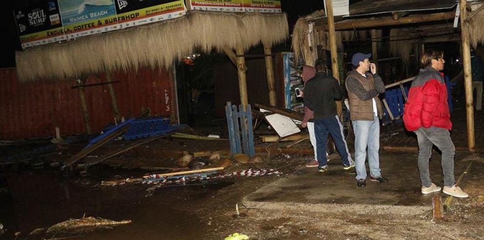 Sube a 5 la cifra de muertos y hay un millón de evacuados por sismo en Chile