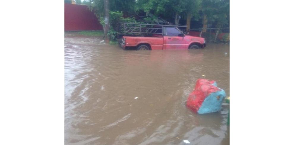 Lluvias causan inundaciones en el sector de La Porqueriza