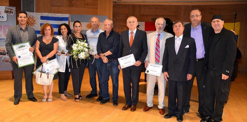 Médico neurocirujano de Panamá recibe premio en Israel