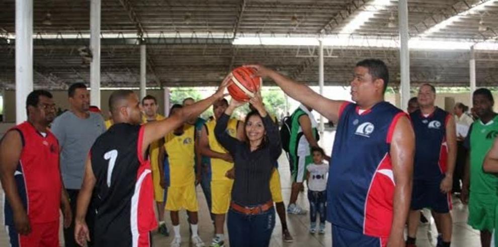 Almacén marcha al frente en la Liga baloncesto de la Lotería