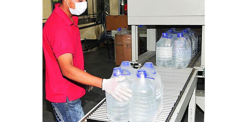 El agua embotellada incumple con los estándares de calidad