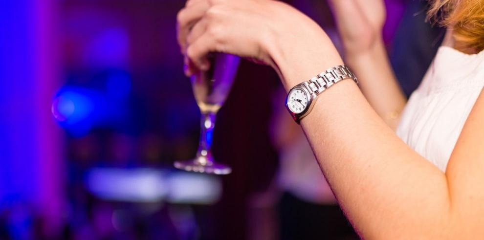 Consumo de alcohol en América se duplica en hombres y triplica en mujeres