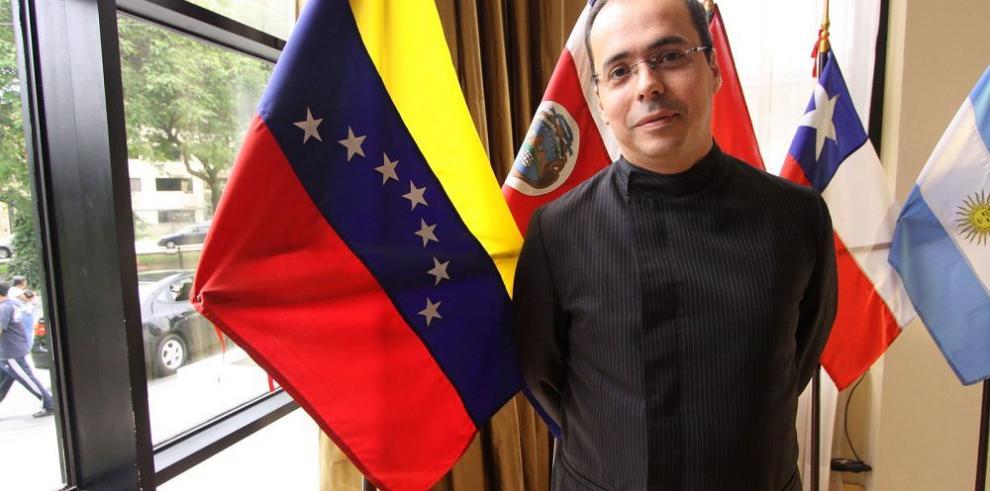 J. J. Rendón recibe premio humanitario de Innovación