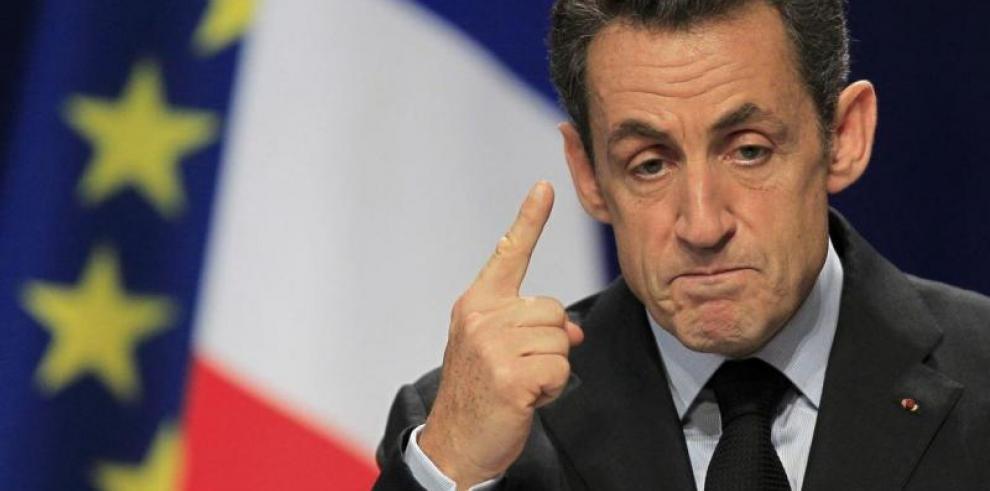 Detienen doscolaboradores del expresidente Nicolas Sarkozy