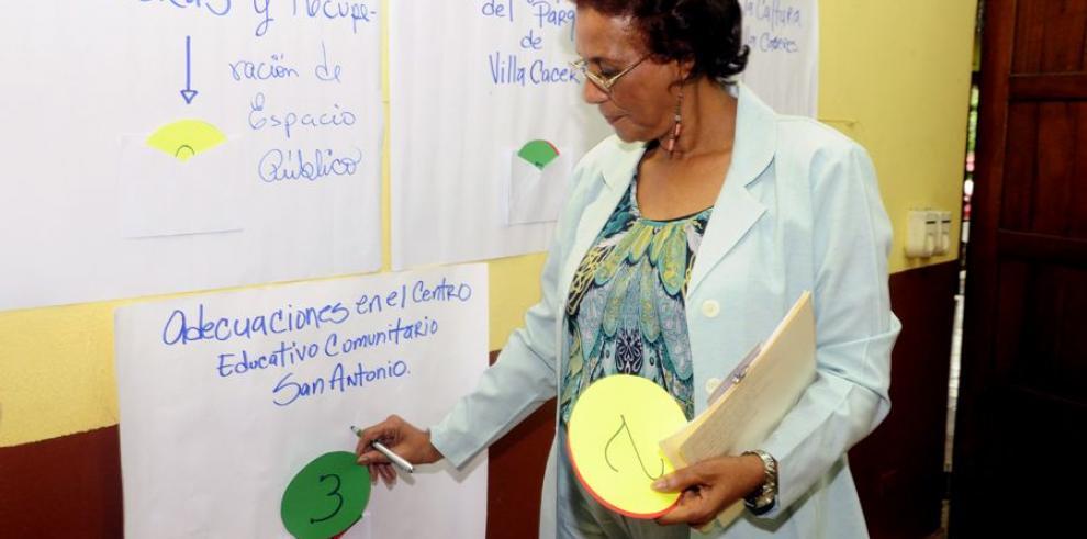 Residentes de Villa Cáceres votan para decidir obras en su sector
