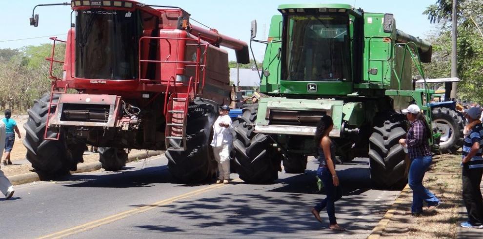 Arroceros en Chiriquí vuelven a cerrar la Vía Interamericana
