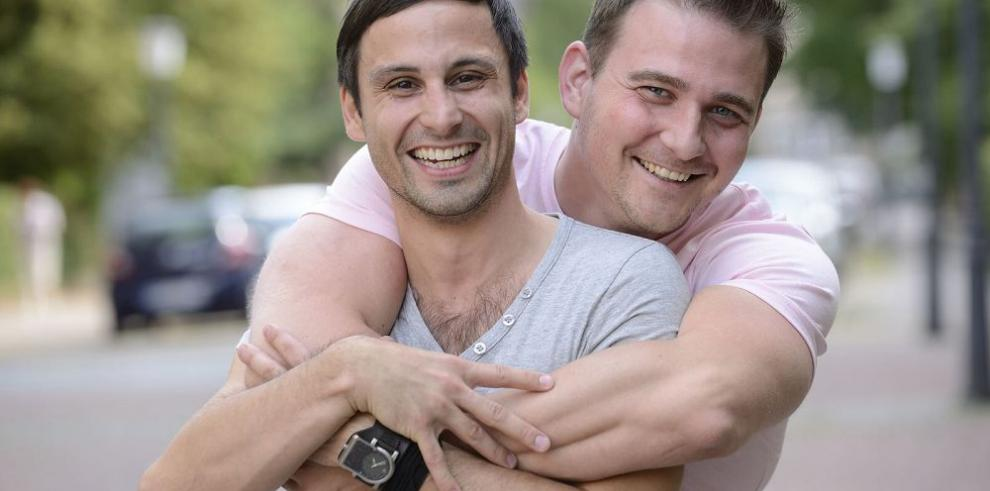 "Objetan unión homosexual por ""daños"" a contrayentes"