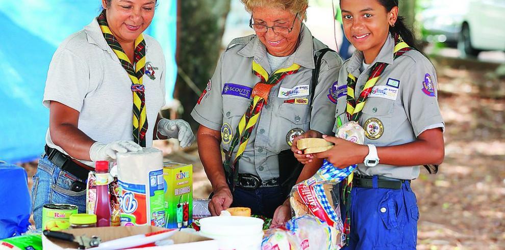 Miles de scouts se reúnen en Japón